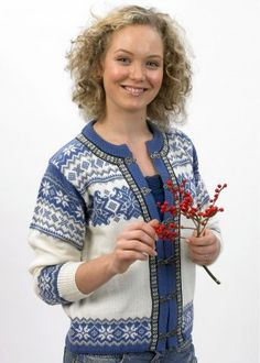 A Norlender guarantees genuine Norwegian knitwear, environmentally friendly since 1927 Pure New Wool Classic Cardigan for Men and Women This crisp and c Wool Scarf, Wool Cardigan, Clothes 2019, Cotton Hat, Fair Isle Knitting, White Cardigan, Knitting Designs, Knit Patterns, Cardigans For Women