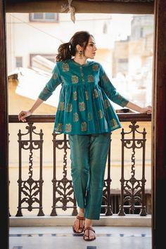 Bridesmaids Outfit Idea :- Wanderlust Fashion Hey all the Bridesmaids to be here are some fun and amazing Outfit Idea for all kind of w. Salwar Designs, Short Kurti Designs, Kurta Designs Women, Kurti Designs Party Wear, Pakistani Fashion Casual, Pakistani Dresses Casual, Pakistani Dress Design, Frock Fashion, Fasion