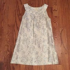 🎉Lowest!! pretty silver and white tunic or dress Final price drop!! Really pretty. I wore it as a tunic with black leggings but it could be worn as a dress as well. In good,gently worn condition. I probably wore it 2-3 times. Comes from a smoke free home. Renee C Dresses Mini