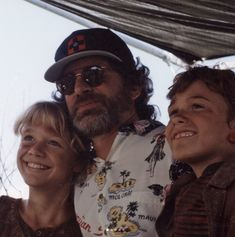 """"""" Steven Spielberg with Joseph Mazzello and Ariana Richards on the set of Jurassic Park """" Jurassic Park 1993, Jurassic Park World, Daniel Day, Donald Glover, Adam Sandler, Steven Spielberg, Good Movies, 80s Movies, Behind The Scenes"""