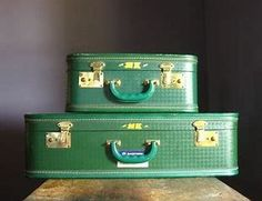 Vintage Emerald Green Suitcase and CarryOn par TheFancyLamb sur Etsy Vintage Suitcases, Vintage Luggage, Go Green, Green Colors, Green Life, Best Luggage, Kids Luggage, Luggage Sets, Travel Luggage
