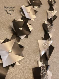 Black, white and silver triangular chains. Homecoming mums designed by crafty bug Homecoming Mums Senior, Homecoming Corsage, Homecoming Spirit, Homecoming Ideas, How To Make Mums, Texas Mums, Football Mums, Ribbon Braids, Mums The Word