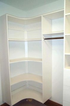 Using Corners Effectively in Walk-In Closets