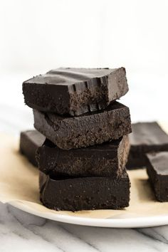 I'd be hard-pressed to find someone who doesn't like fudge and I bet you would be, too. But none of us like the massive sugar content or the heavy calorie count. This sweet and creamy no-bake cacao fudge is the healthier answer. Healthy Fudge, Healthy Deserts, Vegan Desserts, Healthy Snacks, Healthy Eating, Chocolate Silk Pie, Chocolate Protein, Chocolate Flavors, Healthy Holiday Recipes