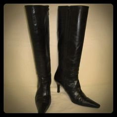 Authentic Stuart Weitzman Knee High Stiletto Boot Authentic Stuart Weitzman Knee High Stiletto Boot Black Sz 8M Pointy Toe Side Zip High Quality Soft Leather Heel height 3.25 inches Calf width 14 inches. Classic Timeless and Chic! Stuart Weitzman Shoes