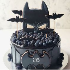 If you could be any superhero who would you be regrann from 🖤 chocolate batman superhero cake layercake… Pretty Cakes, Beautiful Cakes, Amazing Cakes, Batman Cakes, Superhero Cake, Drip Cakes, Fancy Cakes, Creative Cakes, Celebration Cakes