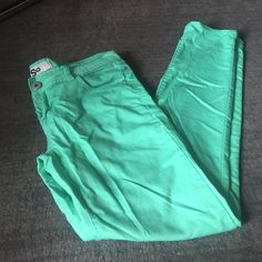 Mint Skinny Pants. Great condition! Mint skinnies. Perfect for spring!!! SO Pants