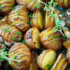 Healthy Garlic Herb Roasted Potatoes - baked garlic potatoes with herb, olive oil butter and lemon. The best homemade roasted potatoes recipe ever Potato Dishes, Vegetable Dishes, Potato Recipes, Vegetable Recipes, Food Dishes, Vegetarian Recipes, Cooking Recipes, Healthy Recipes, Garlic Recipes