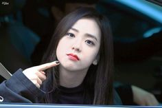 |Update| Jisoo. Eldest member of BlackPink. Single. learning English loves to sing has a 4d personality and loves bothering her members