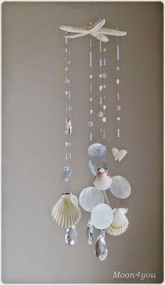 Summer is the ideal time to gather sea shells and barnacles. These materials that nature has generously given us , can be used to make incr. Seashell Wind Chimes, Diy Wind Chimes, Seashell Art, Seashell Crafts, Beach Crafts, Starfish, Seashell Projects, Driftwood Crafts, Carillons Diy