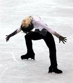 チャン倒した!羽生、初優勝でソチ五輪決定的!/フィギュア(2)  http://www.sanspo.com/sports/news/20131207/fig13120705030004-n2.html  ◆研究熱心な姿勢が好結果になった。今年から早大人間科学部の通信教育を受講。「勉強は嫌いじゃない。なにかしらスケートに参考になる」。試合期間もパソコンを持ち込み、リポートなどに取り組んでいる。海外遠征も多いことで「英会話学校に行きたいけど、時間がない」ことが悩みだ。   今季GPシリーズの第2戦スケートカナダと第5戦フランス杯ではいずれもチャンに敗れて2位だった。「今まではパトリック選手との差ばかり考えていた。それをなくして、ただ一生懸命やることだけを考えた」と集中。世界選手権3連覇中の王者を破ったことは自信になる。   「(4回転)サルコーを決められず残念だったが、(優勝は)ソチには大きな一歩。(選考の)条件を満たしていると思っている」   五輪前哨戦で、実力を示すV。これでソチ五輪の代表入りへ大きく近づいたばかりか、本番での表彰台の真ん中も見えてきた。