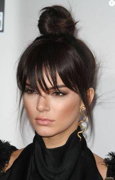 """Kendall Jenner - La 43ème cérémonie annuelle des """"American Music Awards"""" à Los Angeles, le 22 novembre 2015. La star nous a éblouis avec son make-up de poupée bronze"""