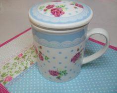 Kit de Caneca com estampa de Rosas com difusor e Mug Rug em tecido. R$ 45,00