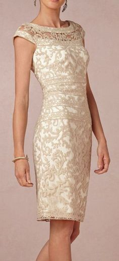 Beautiful,classy, clean and delicate all at once <3 brides maid dresses or mother of the bride idea