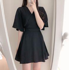 Korean Fashion Dress, Ulzzang Fashion, Kpop Fashion Outfits, Girls Fashion Clothes, Korean Street Fashion, Fashion Dresses, Korean Style Dress, Cute Korean Fashion, Fashion Top