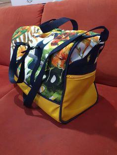 Sac weekend Boston en jaune et imprimé toucans cousu par Pascale - Patron Sacôtin