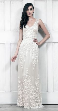 Un hermosisímo vestido lánguido y bordado para la novia Invierno.