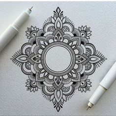 Mandala tattoos have been popular around the world for many years, and now its trend is getting higher and higher. mandala comes from Hinduism and Buddhism, and many people choose it as a tattoo design because it looks delicate and beautiful. Henna Tattoo Muster, Dotwork Tattoo Mandala, Mandalas Tattoos, Small Mandala Tattoo, Henna Mandala, Lotus Mandala, Flower Mandala, Easy Mandala, Lotus Flower