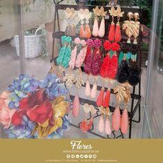 Tu #look de #flamenca te espera en #BlancoAzahar.   #TodosLosColores en más de 100 especies de flores.  #ModaFlamenca #FeriadeAbril #FeriadeAbril2018 #Sevilla #floresflamenca #Mantoncillo #Flordeflamenca #Pendientesdeflamenca Floral, Curtains, Shower, Prints, Hydrangea Corsage, Orange Blossom, Carnations, New Trends, Sevilla