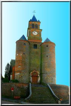 Origny en Thiérache - Aisne - Je suis certain que plusieurs châteaux dans notre beau royaume étaient moins bien défendus que cette église avec ses deux tours encadrant la porte.