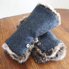 Tweed leftover fabric cut into a rectangle lined with fur sewn add button on side no fingers. Just gauntlet cuffs warm and fun to make. Sweater Mittens, Fingerless Mittens, Wrist Warmers, Hand Warmers, Sewing Clothes, Diy Clothes, Vêtement Harris Tweed, Recycled Sweaters, Diy Couture