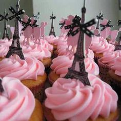 If I ever have a baby girl, I'm sooo doing a PARIS themed baby shower <3