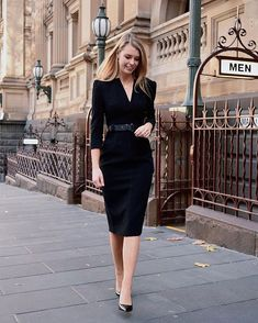 Image may contain: one or more people, people standing, shoes and outdoor Casual Attire For Women, Business Casual Attire, Professional Attire, Business Outfits, Business Fashion, Capsule Wardrobe Work, Office Wardrobe, Business Formal Women, Work Fashion