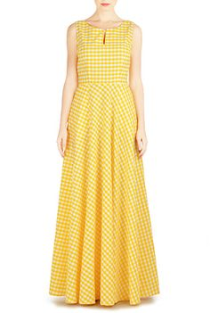 Vibrant gingham check patterns our A-line maxi featuring a split scoop neckline and a figure-flattering seamed waist. Casual Frocks, Casual Dresses, Women's Dresses, Gingham Dress, Mode Hijab, Western Dresses, Blouse Designs, Dress Designs, Custom Dresses