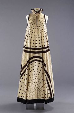 """""""Tiddlewinks"""" - a triangular shaped knit jersey evening dress designed by John Bates for Jean Varon for Spring/Summer 70s Fashion, Fashion History, Look Fashion, Vintage Fashion, Womens Fashion, Fashion Design, Vintage Dresses, Vintage Outfits, Image Mode"""