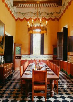 This Spanish Colonial Dining Room Is Very Sophisticated And Warm At The Same Time Thanks To Spool Furniture A Candle Like Chandelier Rich Red Wa