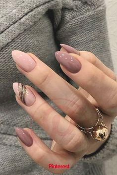 Classic And Beautiful Almond Nails Suitable For Both Spring And Summer - Page 2 of 8 - Vida Joven designs for short nails Classy Nails, Stylish Nails, Cute Nails, Pretty Nails, Simple Nails, Classy Almond Nails, Short Almond Nails, New Year's Nails, Pink Nails