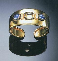 AN 18K GOLD, SAPPHIRE AND DIAMOND BANGLE, BY TABBAH