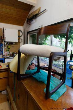 Assise revissée | Restauration intégrale d'une chaise traîneau Baumann #midcentury Diy Organisation, Bee Crafts, Pinterest Diy, Repurposed Furniture, Vintage Design, Accent Furniture, Decoration, Furniture Makeover, Accent Decor