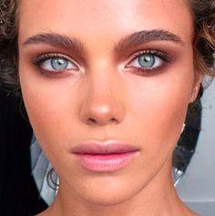 Related posts:Gold eye makeup and accessories - piercingBeauty smokey eye tutorialNaked 2 palette make-up inspiration Makeup Goals, Makeup Inspo, Makeup Inspiration, Makeup Ideas, Makeup Geek, 80s Makeup, Makeup Salon, Makeup Studio, Blue Eye Makeup