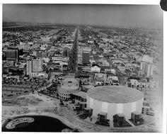 Old Long Beach photo. San Pedro California, Long Beach California, California History, Hotel California, Southern California, Beach Photos, Old Photos, Long Beach Pike, Signal Hill