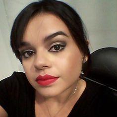 @luanamchaves, do Beauty Team da NYX Teresina, usando o Matte Lipstick Perfect Red
