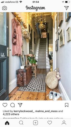 Getting heavily into autumn colours here at Campling Towers 🍁🍂🍁(I may even WEAR that dress soon! 😱😂) We spent a happy few hours pedalling… Victorian Hallway, Victorian Terrace, Entrance Hall Decor, Entryway Decor, Entryway Ideas, Flur Design, Hallway Colours, Hallway Inspiration, Apartment Entryway