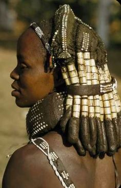 Mwila mother wears her hair in thick, beaded locks. Humpata, Angola .