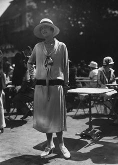 You will never have to wear a dress that hangs on you like a sack of flesh. | 12 Fashion Statements Of The '20s You'll Never Have To Make