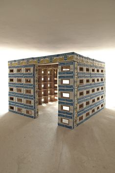 banana box fort. link shows how it is made from 200 boxes.