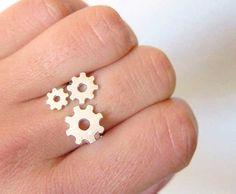 http://www.upsocl.com/cultura-y-entretencion/25-creativos-e-inusuales-disenos-de-anillos/