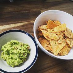 So yummm<3 #guacamole with #nachos #snacktime #yummy @zhenningwong #ワカモレ #アボカド #簡単美味しい #食べ物ばっかでごめんなさい by rukatoyabe