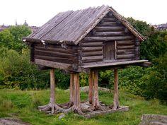 The log cabin with surprisingly long log pillars.