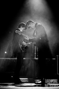 Music: really weird stuff but amazing The xx Music Tv, Music Bands, Music Is Life, Live Music, Band Wallpapers, Twist And Shout, Indie Pop, Band Posters, My Favorite Music