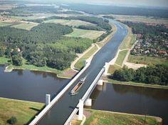 立体交差の川?運河?