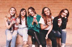 Best Friend Photos, Best Friends, Ukulele, Iphone Wallpaper, Korean, Instagram, Fashion, Musica, Friendship