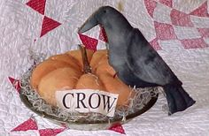 FREE Crow Pie pattern @ www. Primitive Scarecrows, Primitive Sheep, Primitive Pumpkin, Fall Patterns, Craft Patterns, Primitive Country Crafts, Primitive Doll Patterns, Crow Bird, Fabric Pumpkins