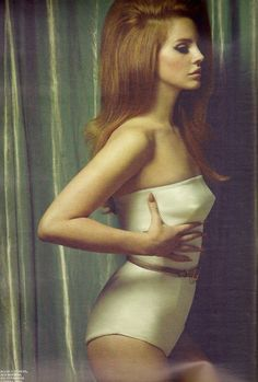 Lana Del Rey!   Awesome style, awesome music...   I fell in love!  she is a beauty!