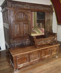 Box-Bed, Closet Bed, or Enclosed Bed Enclosed cupboard-like beds originated in late-medieval western Europe. Build A Murphy Bed, Murphy Bed Plans, Enclosed Bed, Alcove Bed, Murphy-bett Ikea, Bunk Beds Built In, Bed In Closet, Box Bed, Kid Beds
