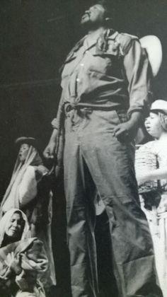 """Como """"Jesús"""" en la excelente puesta en escena de """"Un campesino en El Salvador"""" con el Grupo """"Universiteatro"""". 1988"""